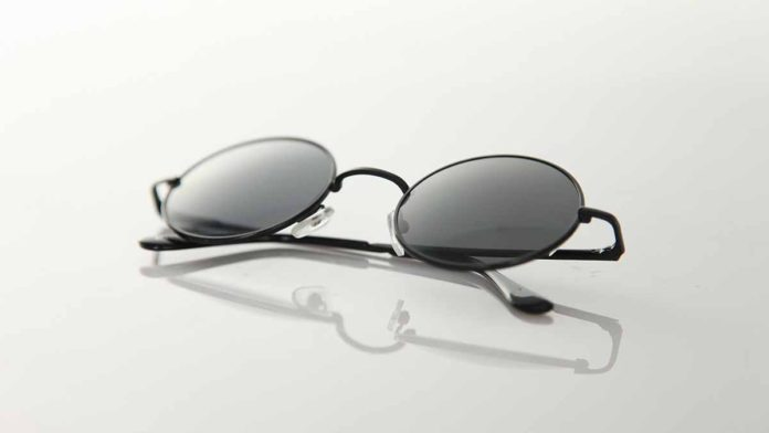 Sunglasses for UV and blue light protection