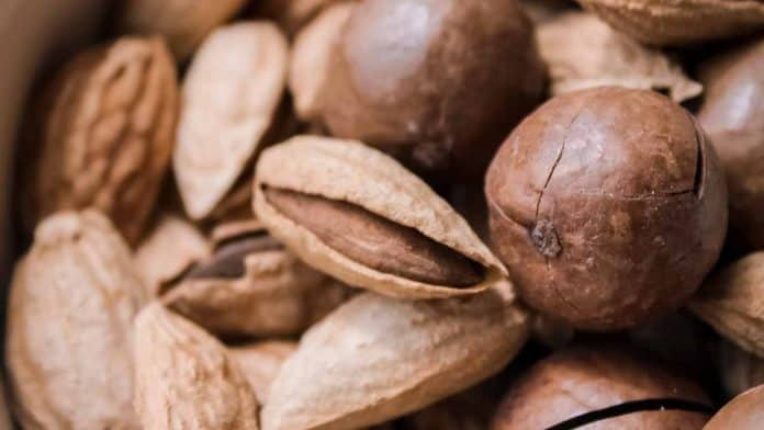 Zinc in almonds