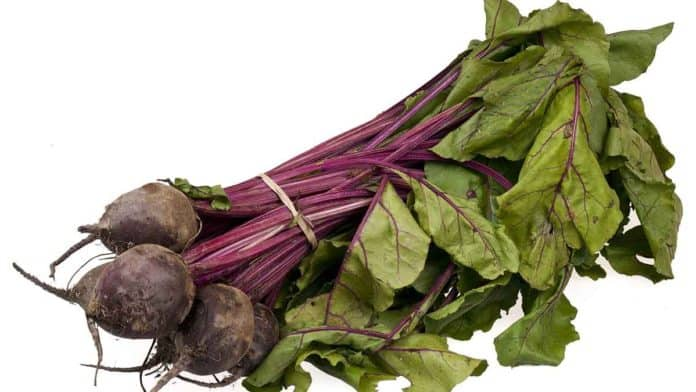 Can you eat beet leaves? How eat raw beet greens safely?