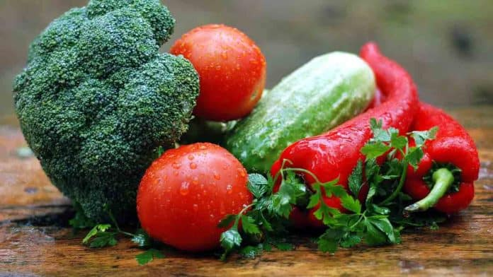 What foods are good for your eyesight? List of foods rich in lutein, zeaxanthin, and beta-carotene.