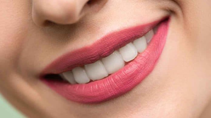 Which foods are good for strong and healthy teeth and gums? Can food prevent tooth decay?