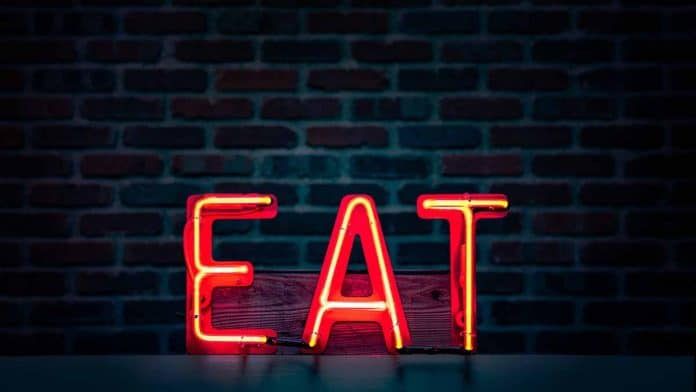 Is a myth that eating late at night causes weight gain?