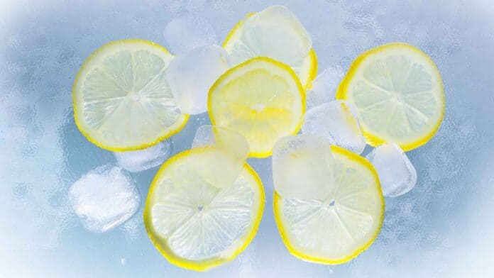 Lemon water for healthy & strong hair!