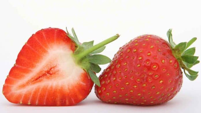 Can diabetics eat strawberries? Are they high in sugar?